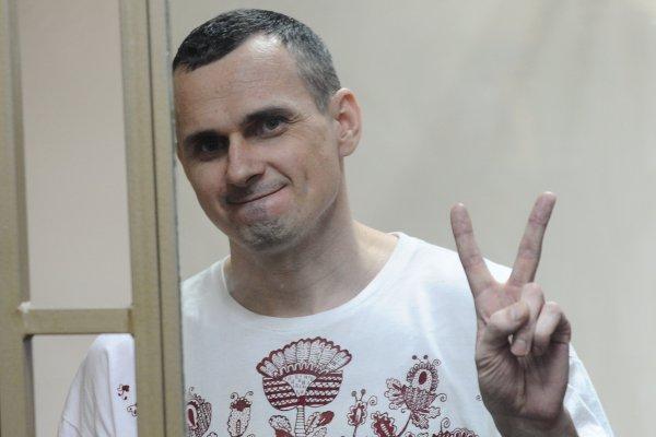 Осужденный на 20 лет режиссер Сенцов объявил бессрочную голодовку