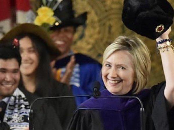 Хиллари Клинтон эпатировала Йельский университет своей шапкой-ушанкой
