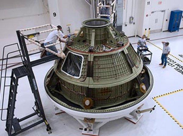 СМИ узнали о планах отправить первого российского космонавта на Луну на американской ракете