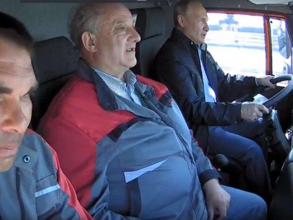 """В охране президента рассказали, почему Путин не пристегнулся за рулем """"КамАЗа"""""""