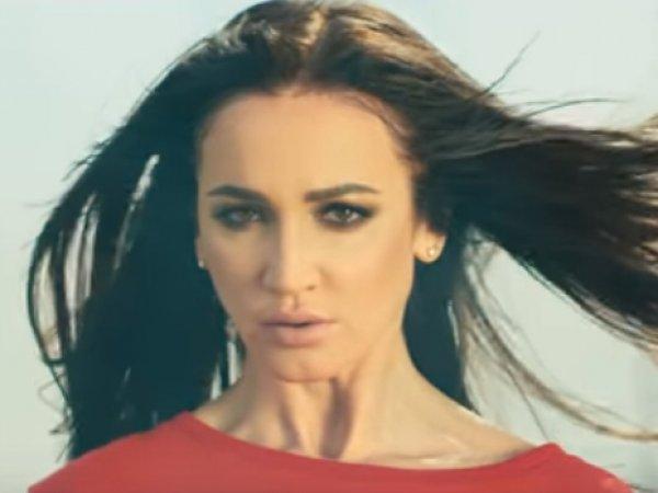 Бузова оскорбила фигуристку Погорилую, использовав кадры с ее падением в клипе