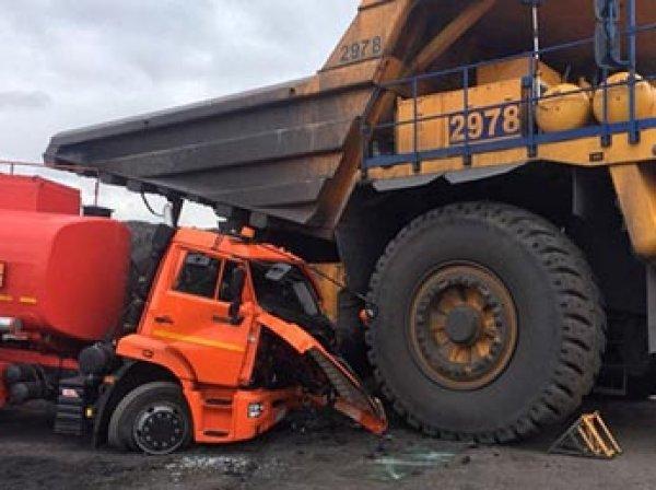 На Кузбассе автоледи на БелАЗе случайно раздавила бензовоз