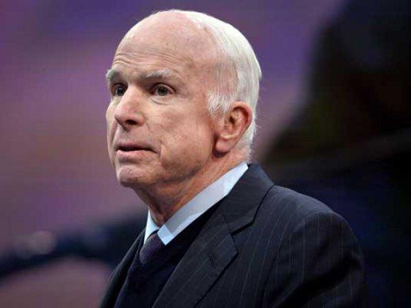 СМИ: родственники болеющего раком сенатора Маккейна не хотят приглашать Трампа на его похороны