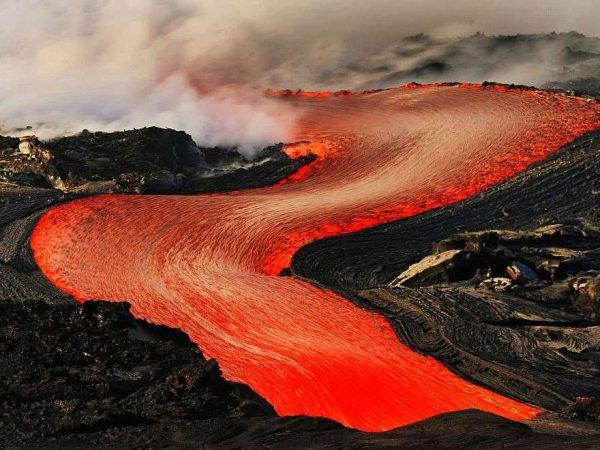 Извержение вулкана на Гавайях разрушило более 30 домов