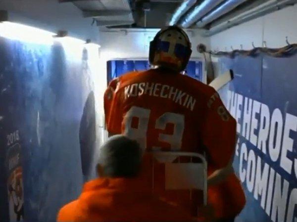 Российского вратаря вывезли на матч со шведами на тележке