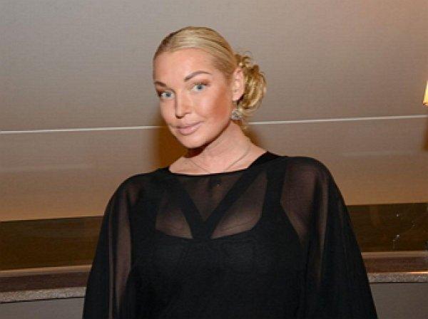 Полуголая Волочкова стала жертвой маньячки во время отдыха на Кипре