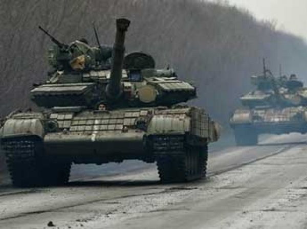 Украина стянула военную технику и солдат в российской форме к границам ЛНР