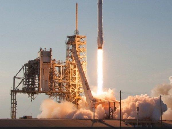 В США SpaceX успешно запустила ракету Falcon 9 со спутником SES-12