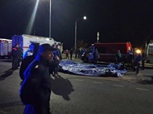 11 человек стали жертвами столкновения катамарана с баржей на Волге