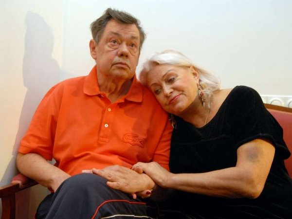 Поргина рассказала, как выгоняла голых фанаток Караченцова из номера, изобличив любовницу