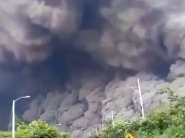 В Сети появилось видео страшного извержения вулкана в Гватемале