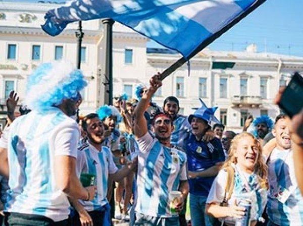 Названы иностранные болельщики, которые больше всего тратят в России на ЧМ-2018