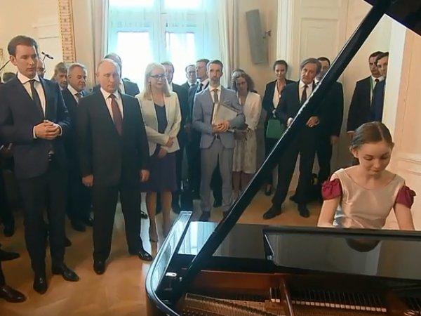 """В Австрии юная пианистка сыграла Путину свою версию """"Подмосковных вечеров"""""""