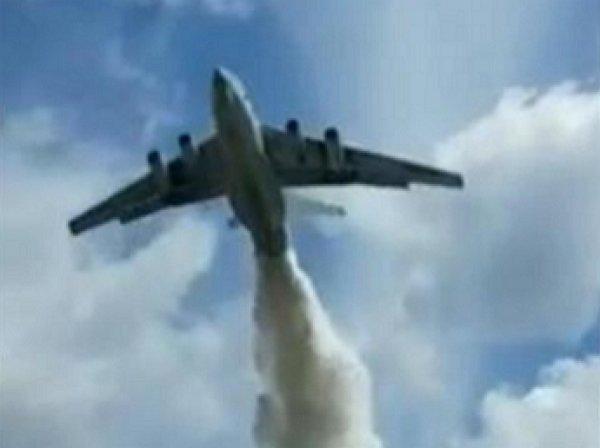 """""""Грехи смыло"""": самолет МЧС промахнулся во время учений, окатив водой сотрудников ДПС"""