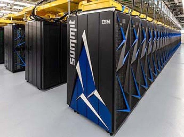 IBM создала самый мощный в мире компьютер размером с два теннисных корта
