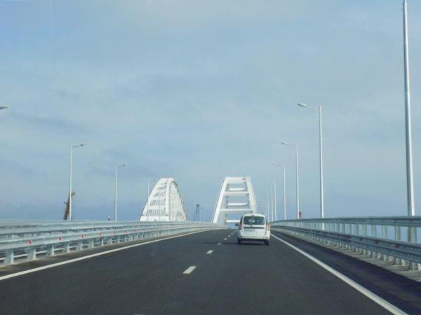 На Крымском мосту произошло первое ДТП