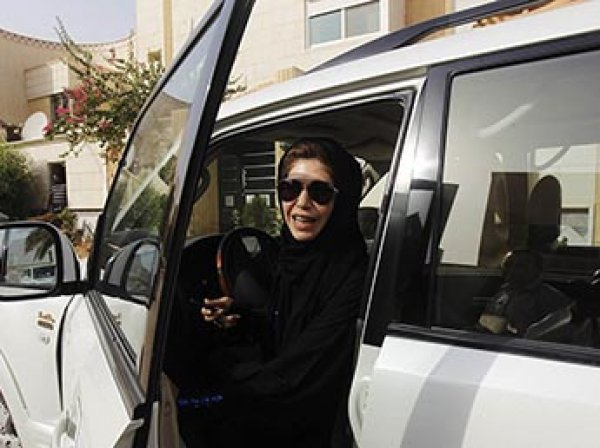 В Саудовской Аравии женщинам впервые в истории разрешили водить автомобиль