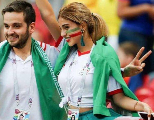Восхитившей Сеть иранской болельщице без хиджаба предрекают расправу на родине
