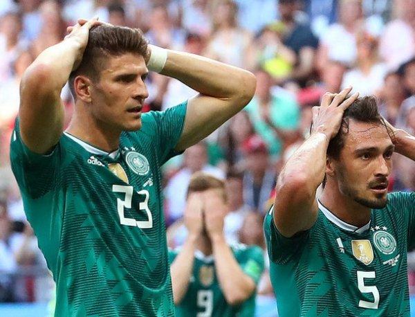 Der Postillon: сборная Германии по футболу после позора просит убежища в России