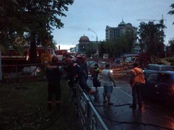 Сеть взорвали шокирующие фото и видео разрушительного урагана в Барнауле