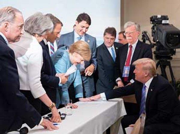 """""""Держи, Ангела"""": Трамп бросил конфеты в Меркель на саммите G7"""