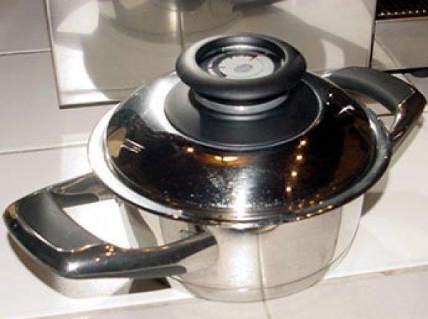 Ученые определили, какая посуда может вызывать рак