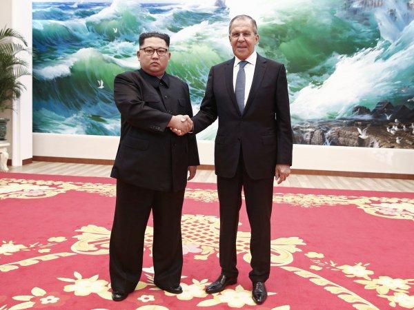 """СМИ: """"Россия 1"""" дорисовала Ким Чен Ыну улыбку на встрече с Лавровым"""