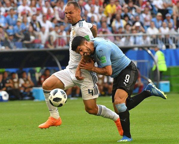Сборная России проиграла Уругваю и выйдет в 1/8 финала ЧМ со второго места