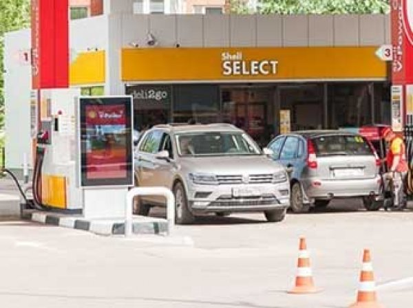 Сечин назвал три причины, почему в России дорожает бензин