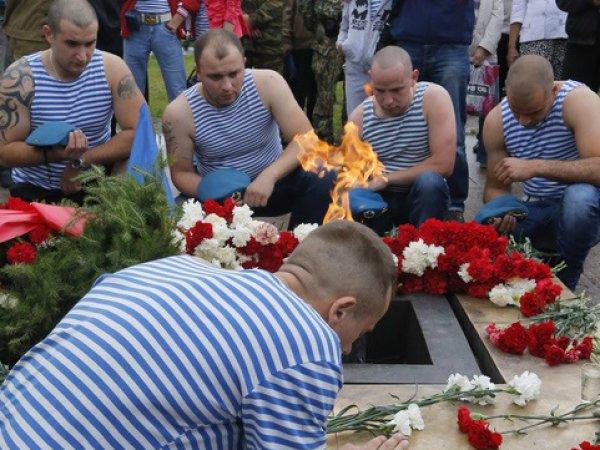 СМИ: в Пскове на кладбищах появились новые загадочные могилы десантников
