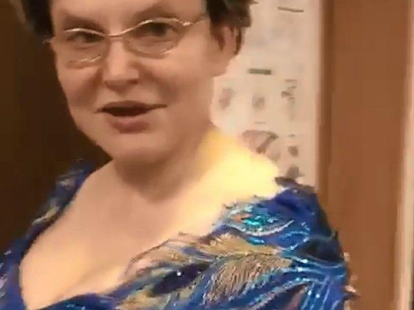 Елена Малышева произвела фурор в соцсетях, опубликовав видео с роскошным декольте