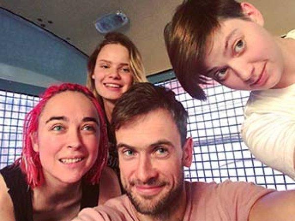 Участников Pussy Riot задержали на выходе из спецприемника для новых обвинений
