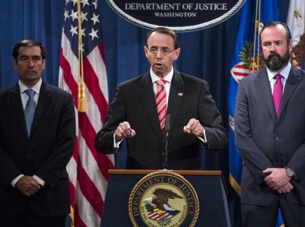 США обвинили 12 сотрудников ГРУ во вмешательстве в президентские выборы