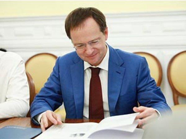 Мединский получил премию за роман о Смутном времени