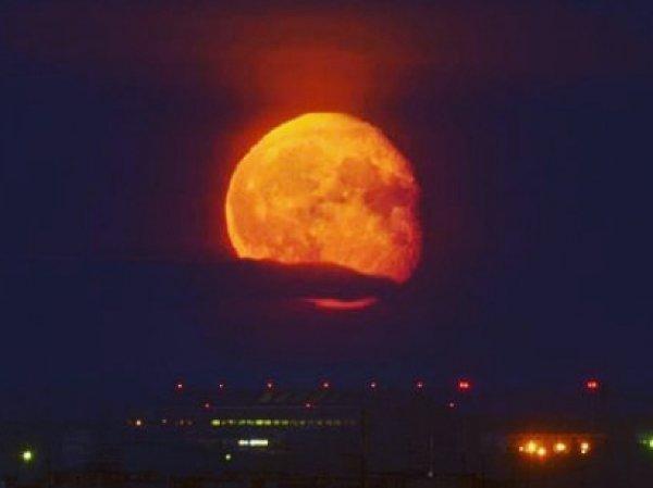 Лунное затмение 2018: фото и видео стали темой №1 в соцсетях