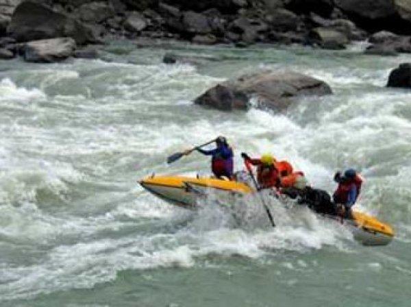Трагедия в Хакасии: пропала группа туристов с перевернувшегося катамарана, есть жертвы