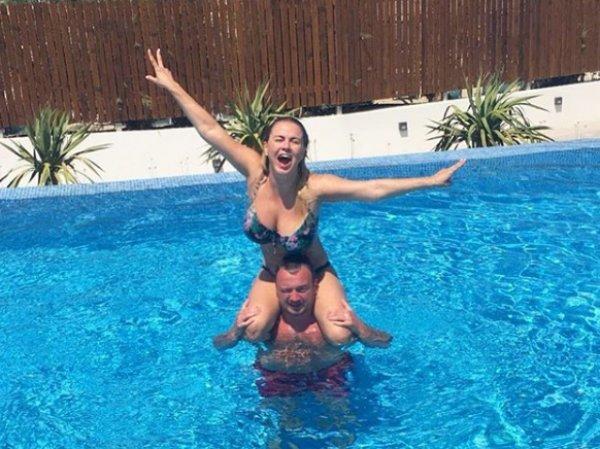 Анна Семенович рассекретила личность своего спутника на отдыхе в Греции