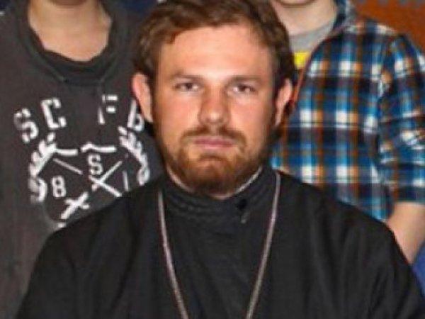 Любил дорогие машины и домогался прихожанок: СМИ рассказали о жизни священника, убившего свою жену