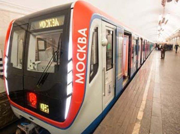 В московском метро пассажир погиб, пытаясь съехать по перилам лестницы
