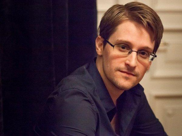 """""""Проблема в правительстве, а не в людях"""": Сноуден рассказал о бессилии россиян и о своей жизни в РФ"""