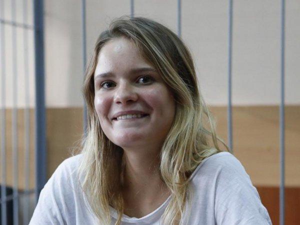 Студентка, модель, стендап-комик: СМИ рассказали об активистке Pussy Riot, выбежавшей на поле в финале ЧМ