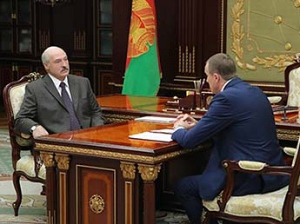 Лукашенко впервые после слухов об инсульте появился на публике