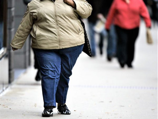 Медики объяснили, почему с возрастом люди набирают вес