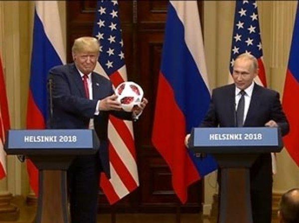 """""""Риск есть всегда"""": разведка США заподозрила в подаренном Трампу мяче прослушку"""