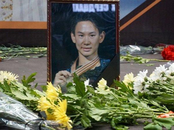 В Алма-Аты тысячи людей простились с фигуристом Денисом Теном
