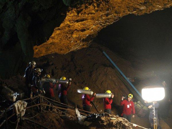 Спелеолог, спасавший детей из пещеры в Таиланде, грубо отозвался об Илоне Маске и его субмарине