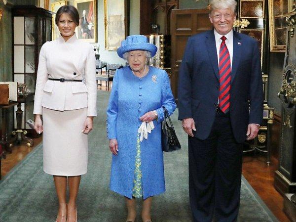 """""""Тот еще тролль"""": СМИ рассказали, как королева Елизавета тонко глумится над Трампом"""