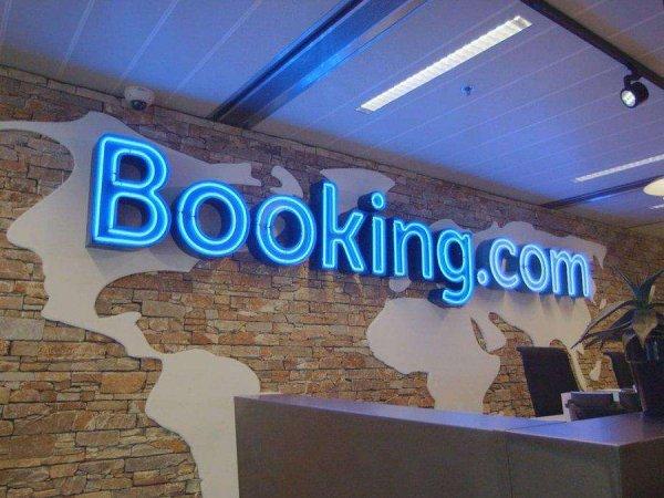 Россиянин обвинил Booking.com в передаче данных банковской карты владельцам отелей