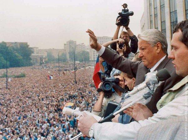 Запой и попытка бегства в посольство США: Руцкой рассказал о поведении Ельцина во время августовского путча