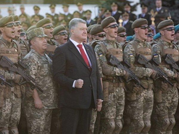 Порошенко перепутал слова гимна на военном параде